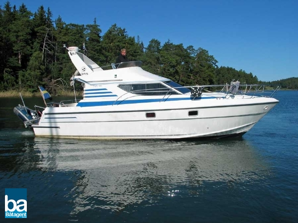 Dominator 345 Flybridge